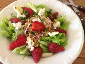 salada de alface com morango